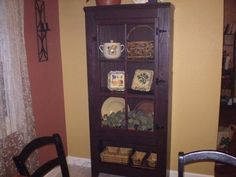 DIY Craft Projects using Old Vintage Windows Doors - Trash to Treasure - Architectural Salvage Vintage Windows, Old Windows, Windows And Doors, Recycled Windows, Furniture Making, Diy Furniture, Woodworking Furniture, Diy Craft Projects, Diy Crafts