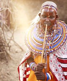 Brides of the Maasai tribe (spread throughout Kenya and Tanzania) paint their faces and bodies with red ochre pigment. They also rub a bit of butchered animal fat on their shaved heads. African Life, African Culture, African Art, African Style, In This World, People Of The World, African Beauty, African Fashion, Maasai People