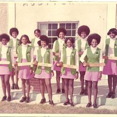 """""""Loved this photo of my mom with the charter line of the AKA chapter at PQC! Aka Sorority, Alpha Kappa Alpha Sorority, Sorority And Fraternity, Sorority Life, Sorority Fashion, Sorority Canvas, Sorority Sisters, Theta, Afro"""