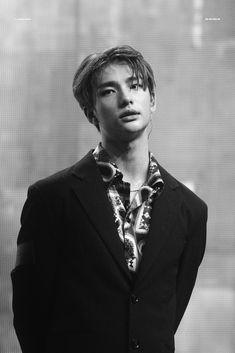 he's so beautiful wth Fandom, A Love So Beautiful, Drama Queens, Jolie Photo, Lee Know, Kpop Boy, Photos, Pictures, K Idols