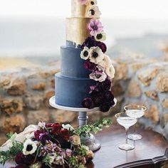 We love this stunning painted cake and rich flowers with our table and gray cake stand. The combined affect of this navy, maroon, and gold color palette is breathtaking! Feature: @californiaweddingday Cake: @frostitcakery Flowers: @poppydesignco Rentals