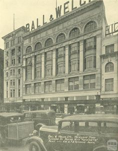 Ball & Welch Department Store in Flinders St Melbourne, Victoria in 🌹 Melbourne Architecture, Classic Architecture, Melbourne Victoria, Victoria Australia, Terra Australis, Melbourne Street, Historic Houses, Department Store, Historical Photos