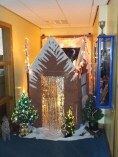 PTA/PTO Christmas Fair - great idea for entrance to Grotto! Use this for the entrance so you have to move them to look in Christmas Grotto Ideas, Christmas Fayre Ideas, Christmas Carnival, Christmas Party Games, Preschool Christmas, Xmas Party, Christmas Activities, Christmas Themes, Kids Christmas