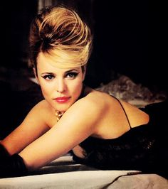 So pretty! She plays in all of the good movies: Mean Girls, The Notebook, The Time Travelers Wife etc. Rachel McAdams.