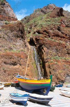 Madère (Ile volcanique de l'Atlantique appartenant au Portugal), Paul do Mar sur la côte sud-ouest, port de pêche.–    1.4.2005
