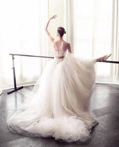 Ballet Bride #VeraWang Bride in @voguejapan #regram @vogue_wedding