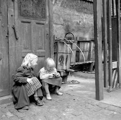 Dyk med ned i billedarkivet og se det gamle Vesterbro. The Good Old Days, Photomontage, Copenhagen, Black And White Photography, Vikings, Good Things, In This Moment, Country, Couple Photos