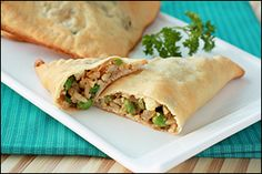 Hungry Girl's Baked Veggie Samosas (with ginger and curry --- nummm! 149 for each large samosa and 4 WW points. Savoury Pastry Recipe, Pastry Recipes, Ww Recipes, Low Calorie Recipes, Vegetarian Recipes, Cooking Recipes, Healthy Recipes, Samosa Recipe, Healthy Eats