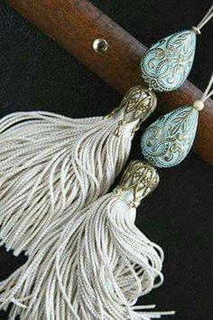 Maybe I can buy some really nice, large, bead end-caps for this tassel. Diy Tassel, Tassel Jewelry, Diy Jewelry, Tassels, Handmade Jewelry, Jewelry Making, Tassel Earrings, Diy And Crafts, Arts And Crafts