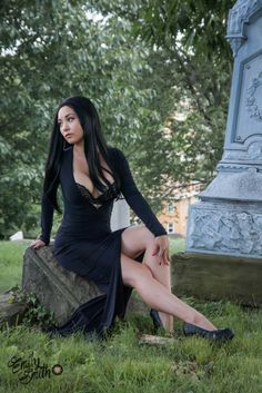 Ani-Mia: A Morbidly Wonderful Morticia Addams Morticia Addams Costume, Family Cosplay, Best Cosplay, Awesome Cosplay, Halloween Fancy Dress, Gothic Girls, Gothic Beauty, Cosplay Costumes, Wonder Woman