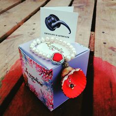 Ogni gioiello Le Coccoline è unico...come la donna che lo indosserà! ❤ Il certificato di autenticità, il packaging elegante e raffinato e il profumo del mare sempre con te! 👙 Personalizza il tuo bracciale su http://www.lecoccoline.it/shop.html e indossa il tuo stile!