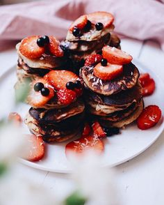 Simple, healthy & delicious vegetarian, vegan and sugar free recipes by Lotta & Anton. Banana Pancakes, Strawberry Banana, Sugar Free Recipes, Free Food, Vegetarian, Vegan, Breakfast, Healthy, Inspiration