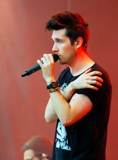 #DanSmith #Bastille ... By the way ... what rhymes with hug me? #thequestionof2013