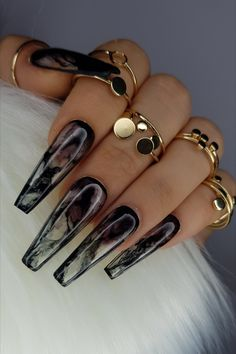 While you can't go wrong with a traditional holiday polish, sometimes you want a winter dark nail color that's trendier than Coca-Cola red. Nail Swag, Black Acrylic Nails, Best Acrylic Nails, Black Chrome Nails, Long Black Nails, Black Marble Nails, Black Stiletto Nails, Black Nail Designs, Colorful Nail Designs