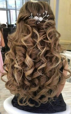 60 long wedding hairstyles and renewals in spring 2019 26 - Top Trends Quince Hairstyles, Wedding Hairstyles For Long Hair, Cute Hairstyles, Hairstyles For Weddings, Wedding Hair Down, Wedding Hair And Makeup, Bridal Hair, Wedding Curls, Quinceanera Hairstyles