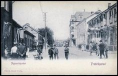 Fredrikstad Nygaardsgaden tidlig 1900-tall folkeliv i gaten Østfold fylke  Foto: Otto G. Olsen