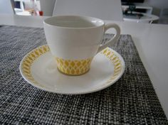 Retro keltainen salmiakki kuvio kahvikuppi, Arabia