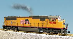 USA TRAINS G SCALE UNION PACIFIC SD70 MAC DIESEL YELLOW/GRAY! BNIB! R22602