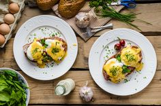 Make the most of a lazy morning with these lip-smacking brunch recipe ideas. Whipping up brunch at home means not having to get dressed, not leaving the house a Luncheon Menu, Brunch Menu, Brunch Food, Sunday Brunch, Breakfast Options, Breakfast Time, Diet And Nutrition, Molho Hollandaise, Recipe For Hollandaise Sauce