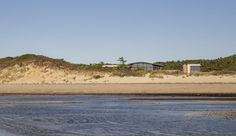 """Ruhl Walker Architects Design """"House of Shifting Sands"""" In Cape Cod"""