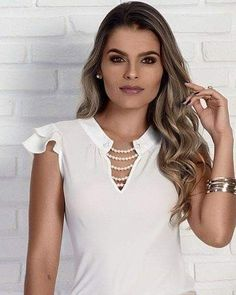 Our social Trends Dress Neck Designs, Blouse Designs, Moda Chic, Blouse Styles, Pattern Fashion, Blouses For Women, Fashion Dresses, Girls Dresses, Glamour
