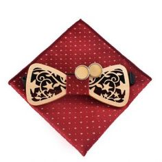 Kravatové sady a sety ako napríklad motýlik + vreckovka + gombíky sú Stars Hollow, Wooden Bow Tie, Cufflink Set, Wedding Ties, Tie Set, Coin Purse, Carving, Bows, Men