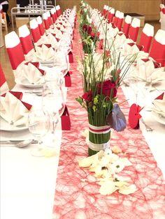 Tischdeko in rot weiß und grün