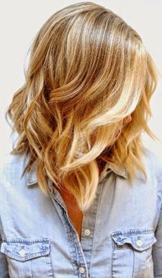 Love this wavy lob (long bob) with a slight edge! Short asymmetrical bobs keep it cool in the back, and throw a party in the front. Basically, your favourite friend this summer.