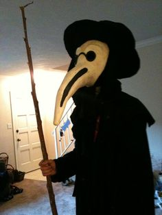 How To Make A Paper-mâché Plague Doctor Mask for Halloween Halloween Party Costumes, Halloween Masks, Halloween Crafts, Halloween Ideas, Costume Ideas, Plague Dr Mask, Costume Makeup, Cosplay Costumes, Doctor Costume