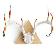 Cast & Crew: Large 8 Point Antler - Now that's kinda cool! Painted Deer Skulls, Deer Skull Art, Painted Antlers, Cow Skull, Skull Decor, Antler Crafts, Antler Art, Boho Store, Arts And Crafts