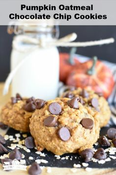 Pumpkin Oatmeal Chocolate Chip Cookies are super soft cookies loaded with all the warm chinnamon and spices, plus plenty of chocolate chips! Can make this recipe with oat flour! #pumpkincookies #oatmealcookies #pumpkinoatmealcookies #chocolatechippumpkincookies #pumpkin #oatmeal