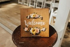 Love the 3D detail of the flowers on this welcome sign!
