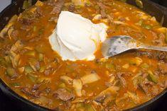 Stroganov je populárny, pôvodom ruský pokrm, pripravený z kvalitného hovädzieho mäsa s omáčkou z uhoriek, húb a cibule. Pôvodne sa mäso flambovalo vodkou, neskôr koňakom, ale vždy sa ku koncu primiešala krémová smotana.