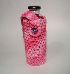 Crocheted water bottle carrier/ bag/ holder/ sling for hiking and biking. Carrier Bag Holder, Bag Holders, Bottle Carrier, Bottle Holders, Knitting Projects, Crochet Projects, Diy Projects, Crochet Ideas, Crochet Patterns