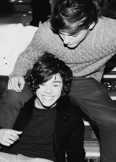a safe place to enjoy everything louis, harry or larry todays prompt for is: larrie appreciation Larry Stylinson, Four One Direction, One Direction Pictures, X Factor, Louis And Harry, Family Show, Ex Boyfriend, Harry Edward Styles, Loving U