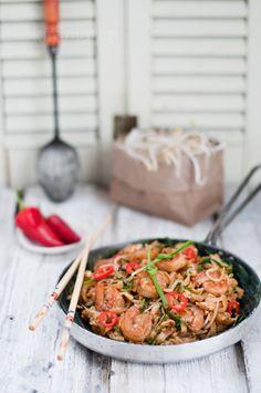 Char Kuey Teow -- a nostalgic delicious Malaysian street food staple!
