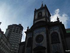 Entre épocas  Capela de Nossa Senhora da Boa Hora de Fradelos, a qual se poderia designar, inequivocamente, por igreja, é um templo situado na Paróquia de Santo Ildefonso no centro da invicta cidade do Porto.