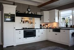 Clever Country Kitchen Christmas For Your Lovely Home In View more inspirations around Decorating kitchen, Kitchen dining and Country cottage. Kitchen Interior, White Kitchen, Kitchen Room, Kitchen Remodel, Kitchen Decor, Kitchen Dining Room, Country Kitchen, Home Kitchens, Kitchen Design