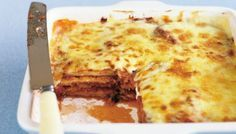 Bechamel sauce and tasty cheese give this traditional eggplant parmigiana a double dose of flavour. Mince Recipes, Sausage Recipes, Cake Recipes, Vegetarian Day, Vegetarian Recipes, Pork Stroganoff Recipe, Veal Schnitzel, Curried Sausages, Pea And Ham Soup