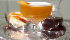 Are you a peach tea lover? Then you have to try this golden peach cocktail ASAP.   Be Well Philly