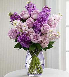 un ramo de lilas, violetas y lavanda pimpollos