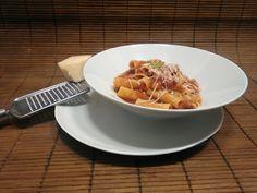 Macarrones estriados con salsa de tomate y albahaca y parmesano. #gourmetbilbao