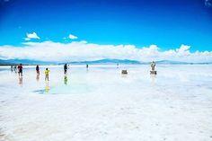 塩湖といえば「ウユニ塩湖」が人気ですよね。しかし、アルゼンチンにはウユニ塩湖にも負けない絶景を持つ「サリーナス・グランデス」があったんです。まだ知名度は高くありませんが、その絶景は一見の価値あり。観光客でごった返す前に行きたい! Landscape, World, Beach, Water, Outdoor, Gripe Water, Outdoors, Scenery, The Beach
