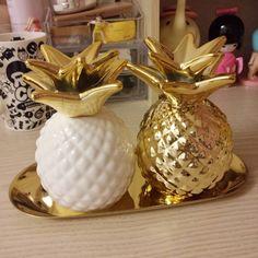 Export Europe gold pineapple ceramic decorative piggy bank storage jar Decoration good quality 2 color Size: 8x12cm Material:porcelain Weight: 0.3kg