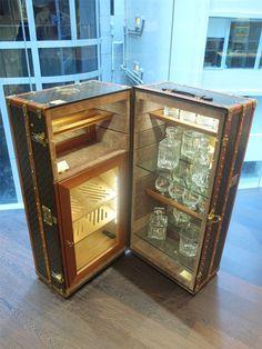 Louis Vuitton trunk transformed into a bar. Mini Bars, Custom Home Bars, Bars For Home, Bar Trolley, Bar Cart, Steampunk Furniture, Louis Vuitton Trunk, Portable Bar, Whisky Bar