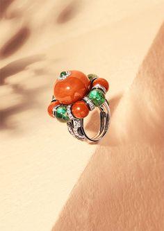 Étourdissant Cartier. Flamboyant Ring – platinum, coral, emeralds, black lacquer, diamonds.