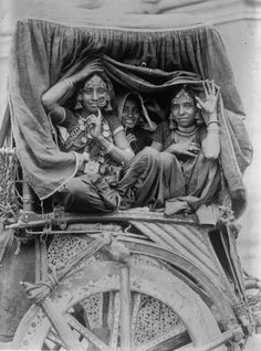 Nautch girls, India, c.1922
