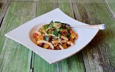 Cukkinis-darált húsos tészta Pasta Salad, Potato Salad, Potatoes, Chicken, Ethnic Recipes, Food, Crab Pasta Salad, Potato, Essen