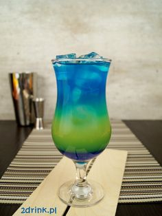 Punch without alcohol - Clean Eating Snacks Blue Curacao, Curacao Azul, Curacao Drink, Bar Drinks, Cocktail Drinks, Cocktails, Smoothie Drinks, Healthy Smoothies, Strawberry Banana Milkshake
