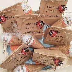 Unser kleiner wird heute 5 JahreAlles Liebe mein SonnenscheinDas hier sind die Kleinigkeiten für seine KindergartenfreundeDiese Üei Tüten gefallen mir schon sehr lange, habe sie hier bei Insta schon oft gesehen. Es ist eine schnelle tolle Idee☺️Sonniger Nachmittag #kreativ#diy#doityourself#kids#verpacken#verpackungsliebe#geschenk#überraschung#üei#mitliebeschenken#mitliebe#vonherzen#mitgebsel